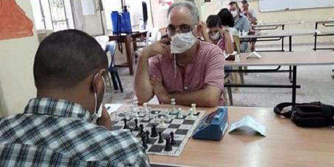 استئناف لعبة الشطرنج في نادي عمال حمص الرياضي