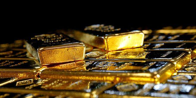 الذهب ينخفض مع استمرار صعود الدولار