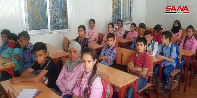ضمن إجراءات تخفيف الضغط عن المدارس.. تربية الحسكة تضع 13 غرفة صفية مسبقة الصنع بالخدمة في مدينة الحسكة