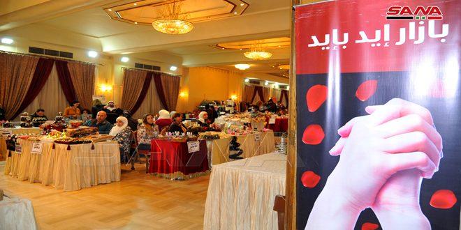 منتجات يدوية إبداعية لأربعين سيدة في بازار الميلاد (إيد بإيد)