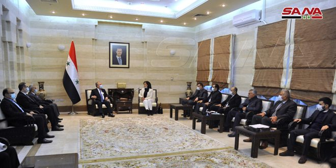 المهندس عرنوس يبحث مع أعضاء مجلس الشعب عن محافظة اللاذقية تحسين الواقعين الخدمي والتنموي بالمحافظة