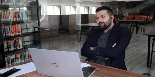 طالب سوري ينال المرتبة الأولى بمسابقة في جامعة هندية