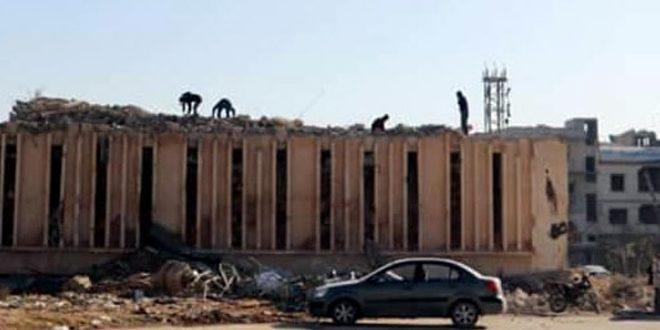 البدء بإزالة الأنقاض من مركز الاتصالات القديم بدوما الذي تضرر جراء الإرهاب تمهيداً لتأهيله ووضعه بالخدمة