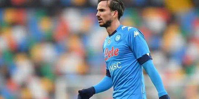 نابولي يعلن إصابة لاعبه رويز بكورونا