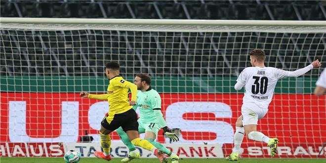 دورتموند يتأهل إلى قبل نهائي كأس ألمانيا بفوزه على بروسيا مونشنجلادباخ