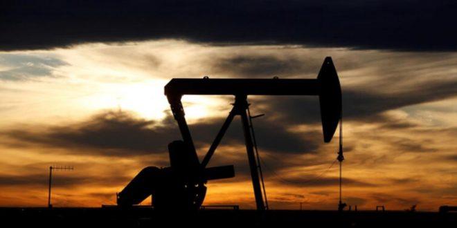 النفط يبلغ أعلى مستوى في قرابة 14 شهراً بعد تمديد أوبك بلس خفض الإنتاج