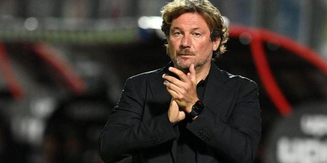 كروتوني الإيطالي يقيل مدربه ستروبا