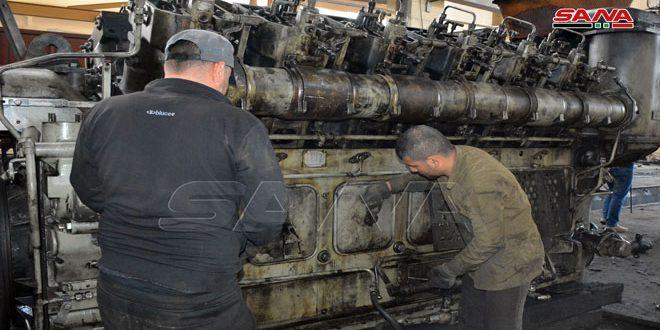 جهود كبيرة يبذلها عمال محطة كفرعايا بحمص لإصلاح وتأهيل القاطرات والشاحنات