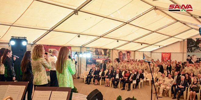 احتفال بالذكرى الـ 75 للجلاء في قاعدة حميميم… تأكيد على عمق العلاقات السورية الروسية ومواصلة مواجهة الإرهاب
