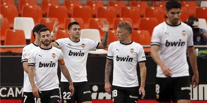 فالنسيا يفوز على بلد الوليد بثلاثية في الدوري الإسباني لكرة القدم