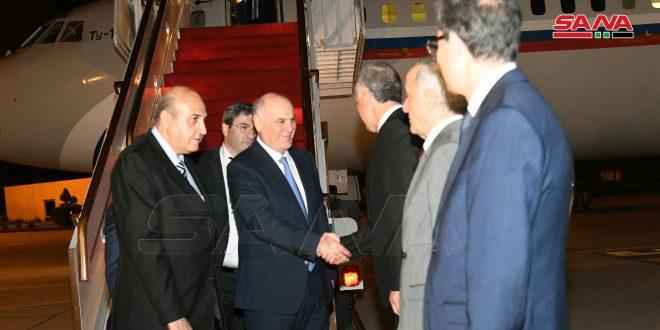 وصول رئيس جمهورية أبخازيا إلى دمشق لبحث تطوير العلاقات بين البلدين