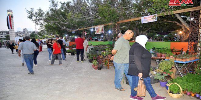 افتتاح معرض الزهور والحرف اليدوية في حديقة الفرسان في اللاذقية