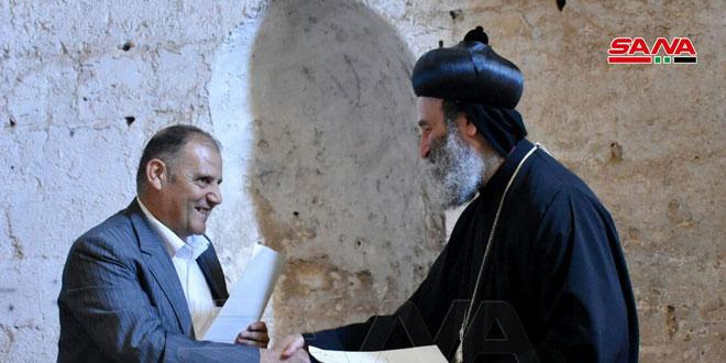توقيع مذكرة تفاهم لترميم برجي الظاهر بيبرس والكنيسة في قلعة الحصن بريف حمص