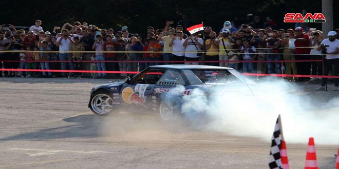 سباق سيارات وعروض مسرحية وغنائية وتكريم فنانين ضمن فعاليات اليوم الرابع لمهرجان القلعة والوادي