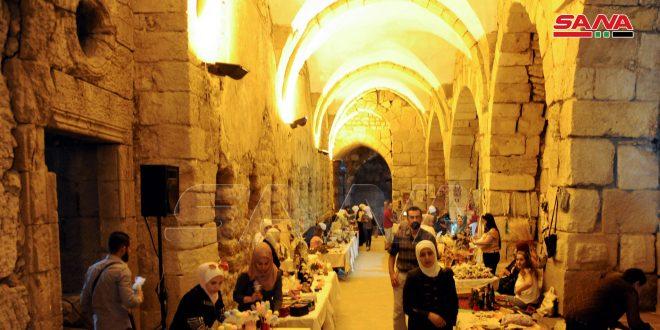قلعة دمشق تحتضن منتجات 110 حرفيين