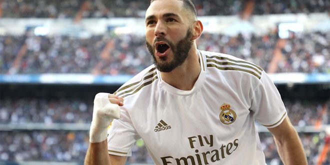 الإصابة تغيب بنزيما لاعب ريال مدريد عن الملاعب