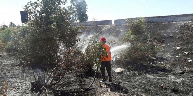 إخماد حريق على الطريق الدولي حمص-طرطوس