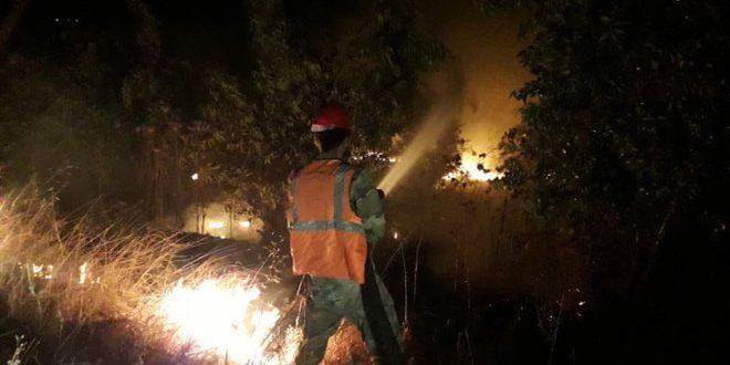 إخماد حريق طال أشجار زيتون وأعشاباً يابسة في كفرام بريف حمص الغربي