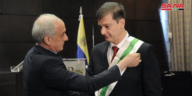 تقليد السفير الفنزويلي وسام الاستحقاق من الدرجة الممتازة.. بيومورجي: انتصار سورية يغير وجه التاريخ